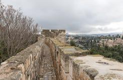 Paso protegido en la pared de la ciudad cerca de la puerta de Jaffa en la ciudad vieja de Jerusalén, Israel fotos de archivo libres de regalías