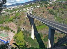 Paso superior y túneles del coche en la isla de Madeira Imágenes de archivo libres de regalías
