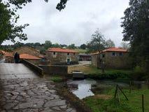 Paso a través de pueblos mientras que hace Camino de Santiago Foto de archivo