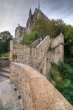 Pasos antiguos de piedra que van a la abadía de Mont Saint-Michel, Francia Fotos de archivo libres de regalías