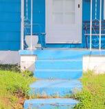 Pasos azules, casa azul fotografía de archivo libre de regalías