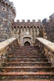Pasos de la entrada del castillo Imágenes de archivo libres de regalías