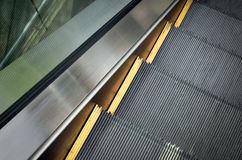Pasos de la escalera móvil móvil del negocio Fotografía de archivo libre de regalías