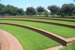 Pasos de la hierba en el anfiteatro al aire libre foto de archivo libre de regalías