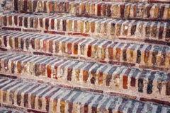 Pasos de ladrillos viejos rojos Foto de archivo
