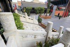 Pasos de piedra de mármol blancos y talla de piedra del dragón de la nube del templo del chenghuangmiao de xian, adobe rgb Imagen de archivo