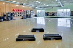 Pasos de progresión aerobios en gimnasia Fotos de archivo