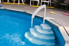 Pasos de progresión de la piscina Fotos de archivo libres de regalías