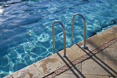Pasos de progresión de la piscina fotografía de archivo