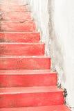 Pasos de progresión de piedra rojos Fotografía de archivo