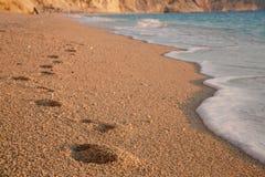 Pasos de progresión en la playa Fotografía de archivo libre de regalías
