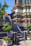 Pasos de progresión en Wat Po, Bangkok foto de archivo