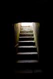 Pasos de progresión que conducen de oscuridad Foto de archivo