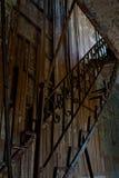Pasos de progresión sin las escaleras que llevan a la oficina del guarda Fotos de archivo