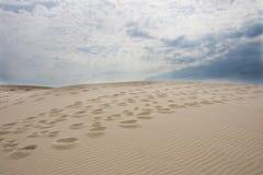Pasos en la arena Imágenes de archivo libres de regalías
