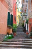 Pasos escarpados y tarros del vino, Italia Imagen de archivo libre de regalías