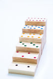 pasos o escalera del dominó de madera en blanco Fotografía de archivo
