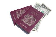 Paspoort & dollars Royalty-vrije Stock Foto's