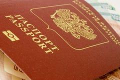 Paspoort en geld Stock Afbeelding