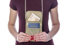 Paspoort en geld in de mobiele zak Royalty-vrije Stock Afbeelding