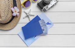 Paspoort en geld en kaartjes voor de rest Royalty-vrije Stock Foto