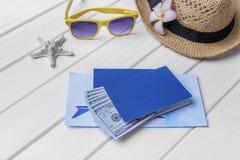 Paspoort en geld en kaartjes voor de rest Stock Foto