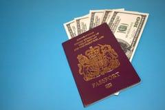 Paspoort en usd Royalty-vrije Stock Foto's
