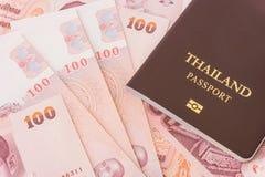 Paspoort en van Thailand bankbiljetten Royalty-vrije Stock Foto