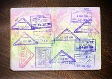 Paspoort en zegels op hout Royalty-vrije Stock Afbeelding
