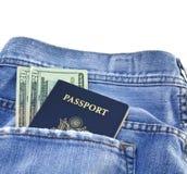 Paspoort in jeanszak Stock Afbeeldingen