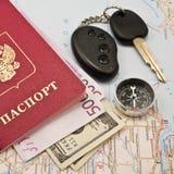 Paspoort met de het geld, sleutel van de Auto en het kompas Royalty-vrije Stock Afbeeldingen