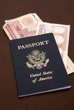 Paspoort met euro en dinar Royalty-vrije Stock Afbeelding