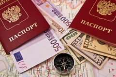 Paspoort twee met het geld en het kompas Stock Afbeeldingen