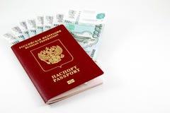 Paspoort van de Russische Federatie en het geld Royalty-vrije Stock Foto's