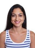Paspoortbeeld van een lachende Turkse vrouw in een gestreept overhemd Stock Foto
