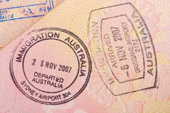 Paspoortpagina met de immigratiecontrole van de zegels van Australië Stock Afbeelding