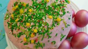 Pasqua dentella le uova agglutina nella fucilazione lenta decorativa della composizione d'annata in progettazione della mano di t archivi video