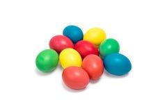 Pasqua ha colorato le uova su un fondo bianco Fotografia Stock Libera da Diritti