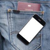 Pass i jeanfack med den smarta telefonen Arkivbilder