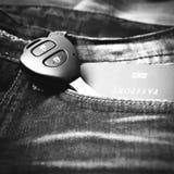 Pass i jeanfack med färg för signal för biltangent svartvit Royaltyfria Foton