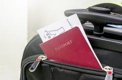 Pass im Koffer Stockfotos