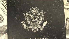 Pass med den gamla filmen för amerikansk valuta lager videofilmer