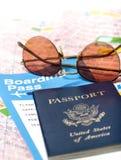 Pass med en biljett och en översikt Arkivbilder