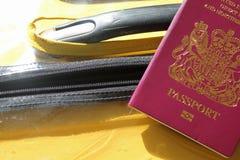Pass und Koffer Stockfotos