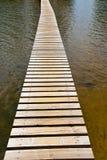 Passadiço da prancha sobre a água Imagens de Stock Royalty Free