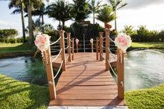 Passadiço e lagoa do recurso foto de stock royalty free