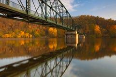 Passadiço sobre o rio de Vltava fotografia de stock royalty free