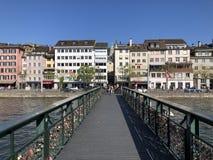 Passadi?o de Muehlesteg ou de Muhlesteg ou dado Liebesbrucke von Zurique imagens de stock
