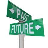 Passado e futuro - sinal de rua em dois sentidos Imagens de Stock