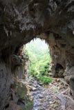 Passage arqué normal aux cavernes de Jenolan image libre de droits
